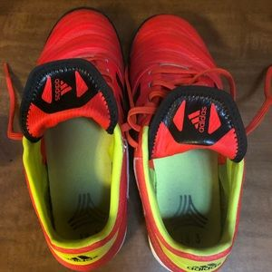 Boys size 7 soccer cleats used